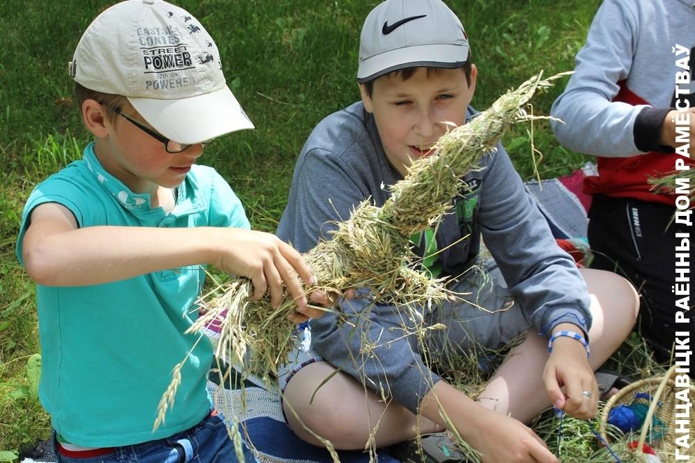 Выраб цацак з сена