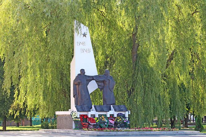 Братская могила в городе Ганцевичи
