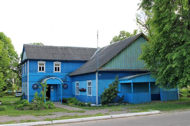 Сельский клуб и библиотека